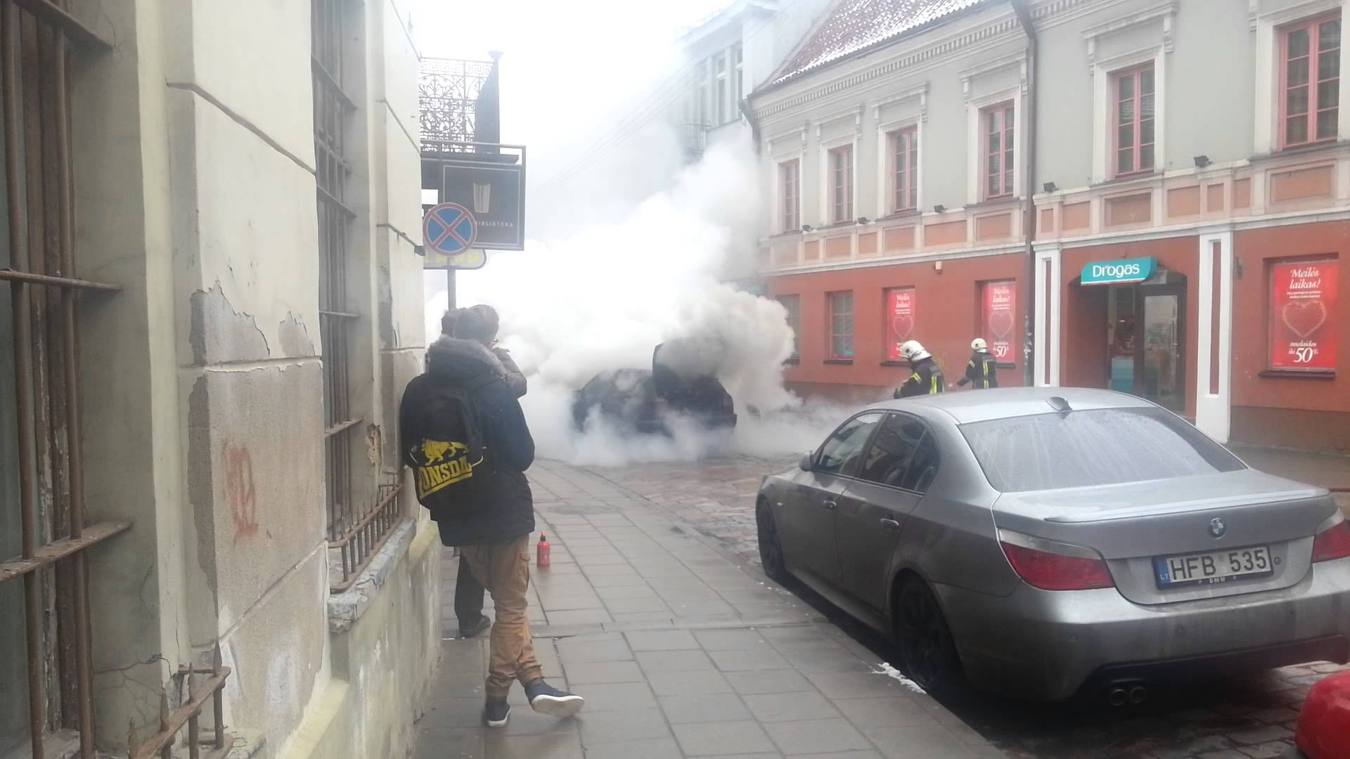 Car burns in Vilnius center
