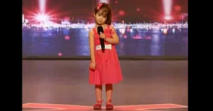 The best singer in the world with only 4 years old! Don't belive it, just check 30 seconds of this video and you will crave for more…