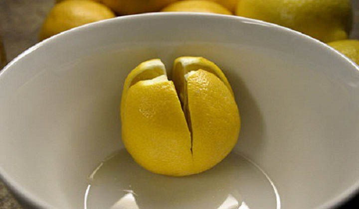 Cut a lemon and put it in your room before going to sleep! The reason is amazing! And very useful!