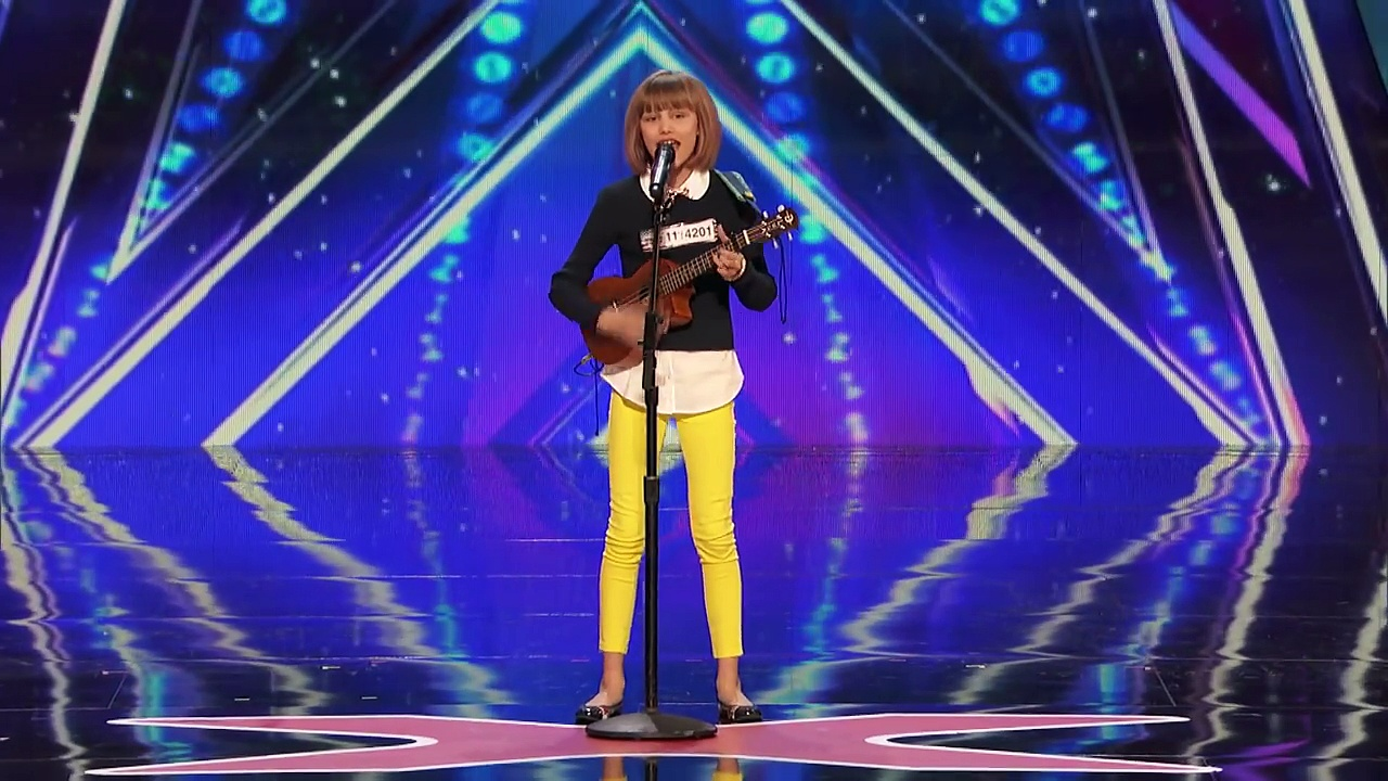 12-year-old's voice causes judges to rise in uproar – Simon even calls her the next Taylor Swift
