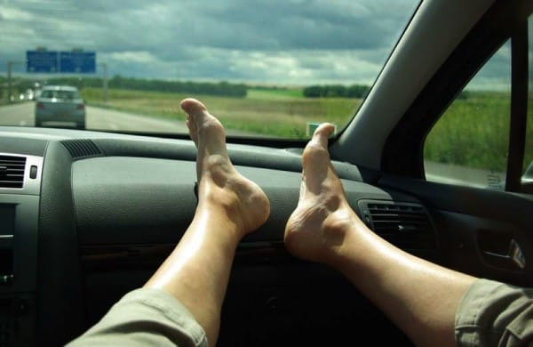 feet-on-the-dashboard-600x390