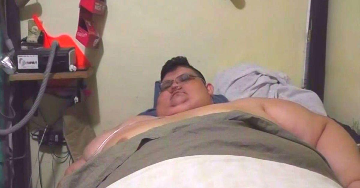 'World's Heaviest Man' Hasn't Left His Bed In 6 years, Then One Day He Finally Stands Up